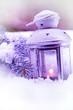 lanterna violetta con neve