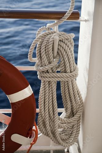 Ciambella e corda di salvataggio