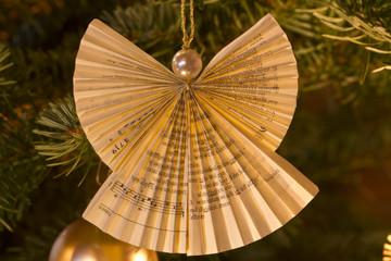 Engeldekoration an Weihnachtsbaum