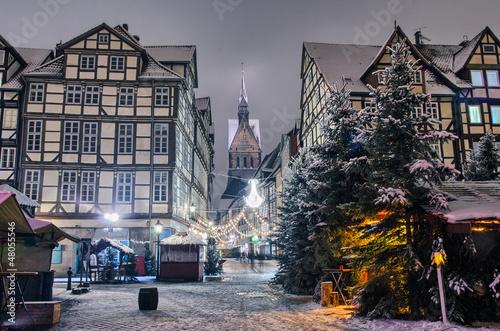 Leinwandbild Motiv Marktkirche und die Altstadt von Hannover nachts im Winter