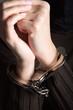 Verbrecher, Frau in Handschellen