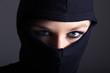 Verbrecher, Frau mit Sturmmaske