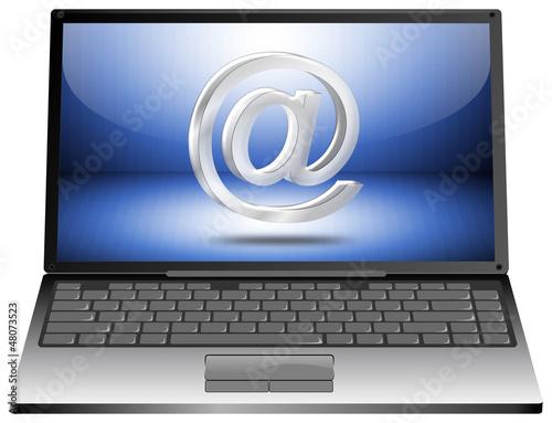 Laptop mit E-mail Symbol