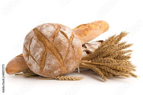 Brote und Weizenähren - 48073771