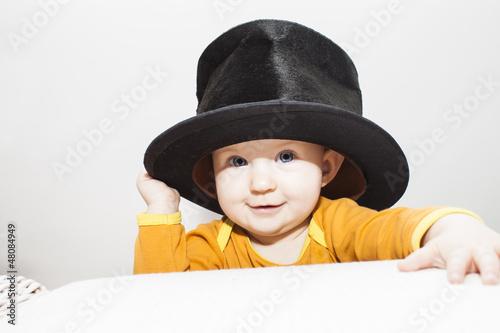 Kleinkind mit Zylinderhut