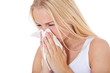 Mädchen putzt sich die Nase