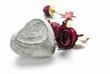 Valentinsmotiv Betonherz mit Rose