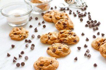 Flourless Peanut Butter and Chocolate Chip cookies_horizontal
