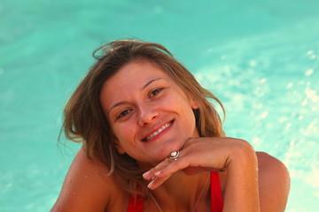 portrait de femme dans l'eau