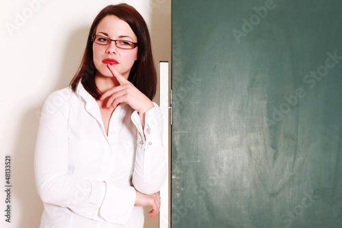 Lehrerin vor der Tafel