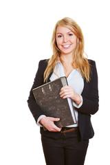 Geschäftsfrau mit Aktenordner