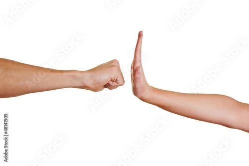 Hand stoppt Faust