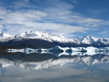 Calafate water mirrow with mountains