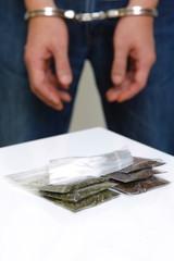 逮捕された麻薬ディーラー