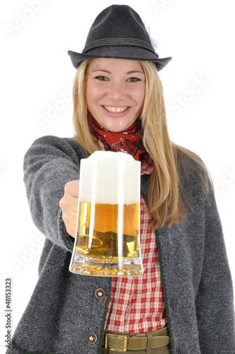 Junge Frau in bayrischer Kleidung