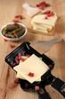 raclette-pfännchen mit zutaten
