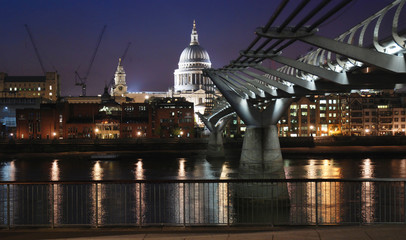 St Paul Cathedral and millenium bridge by night.