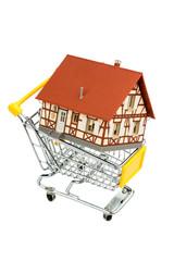 Fachwerkhaus im Einkaufswagen