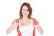 Attraktives Mädchen zeigt Daumen hoch