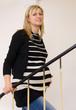 Schwangere beim Treppensteigen
