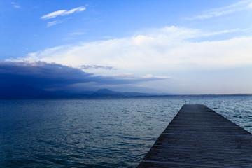passerella sul lago del garda