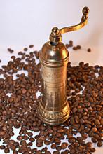 Młynek do kawy z ziaren