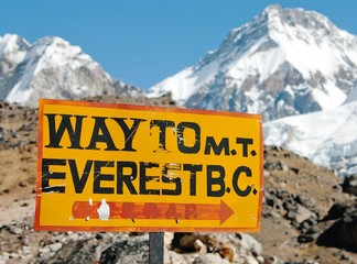 signpost way to mount everest b.c.