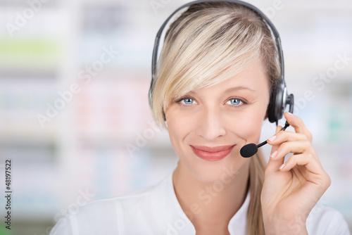 freundliche apothekerin telefoniert mit headset - 48197522