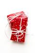 Rote Geschenke mit weißen Punkten