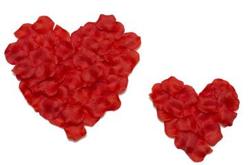 dwa serca ułożóne z płatków róż