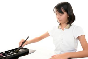 習字を書く女の子