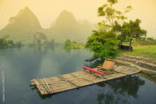 bambusowy-flisactwo-na-rzece-yangshou-chiny
