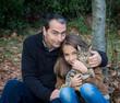 père et fille avec le chat