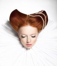 Theatre. Kobieta w średniowiecznej falbanką - Retro fryzurę. Kaprys