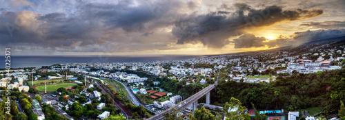 Papiers peints Autre Afrique Ville de Saint-Denis à l'aube - La Réunion