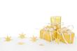 Goldene Weihnachtspäckchen isoliert