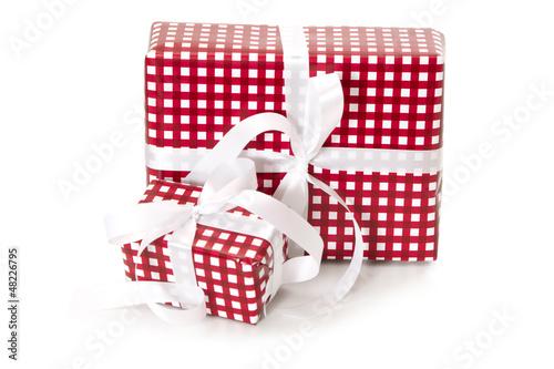 Rote Geschenke isoliert
