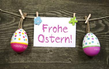 Ostereier mit Karte und Frohe Ostern