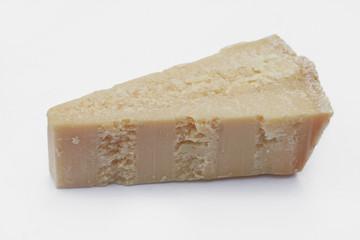 formaggio Parmigiano_ sfondo bianco