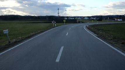 Die Straße entlang