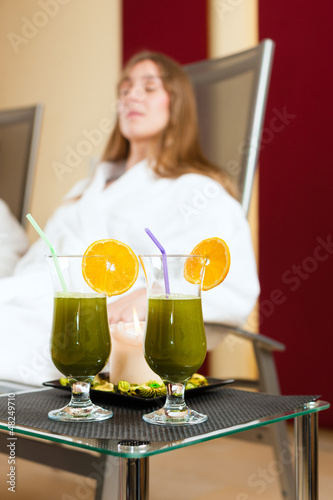 Wellness - Chlorophyll-Shake on a table