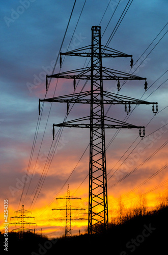 Strommasten im Abendrot – Pylons at Sunset