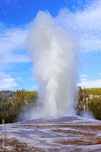 Eruption of Old Faithful geyser at Yellowstone NP