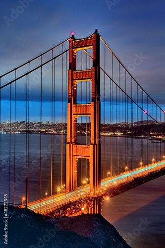 famous Golden Gate Bridge by night