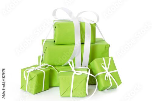 Leinwandbild Motiv Grüne Geschenke isoliert