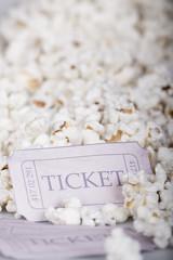 Popcorn y entradas para el cine