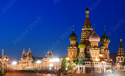 Fotobehang Oost Europa Night view of Red Square and Saint Basil s Cathedral in Moscow