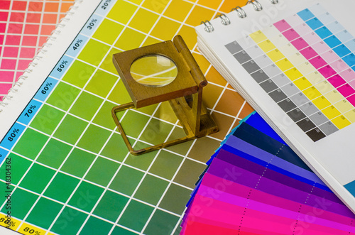 canvas print picture Farbwertebuch und Farbfächer mit Fadenzähler
