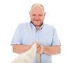 Charismatischer Mann mittleren Alters zieht an einem Seil