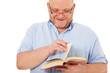 Charismatischer Mann liest ein Buch